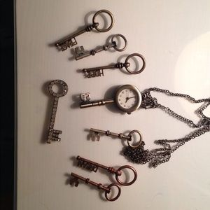 Claire's Clock key necklace + extra key charms